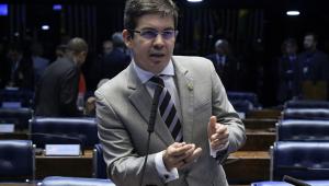 Randolfe chama vídeo de 'festival de horrores' e critica recusa de Bolsonaro em entregar celular