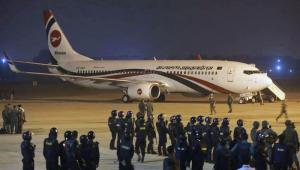 Um avião com destino a Dubai realizou um pouso de emergência em Chittagong, ainda em Bangladesh, após um homem tentar sequestrar a aeronave neste domingo (24)