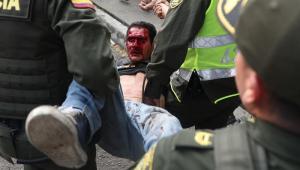 Confrontos entre a polícia da Venezuela e manifestantes na fronteira com a Colômbia