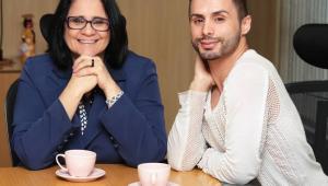 A ministra da Mulher, Família e Direitos Humanos, Damares Alves, recebeu nesta terça-feira (19) o maquiador Augustin Fernandez
