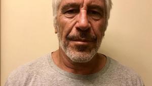 Carcereiros de bilionário acusado de abuso que se matou em NY são acusados de omissão