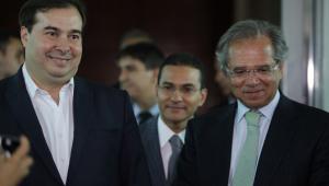 """Maia cobra Guedes por """"interditar o debate"""" da reforma tributária"""