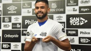 Expulso em jogo do Santos, Felipe Jonatan desafia árbitro a provar ofensa
