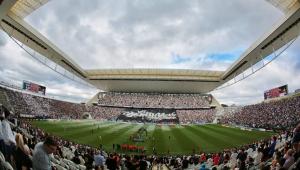 Pedro Guimarães, presidente da Caixa, brinca com corintiano: 'vai ficar sem estádio'