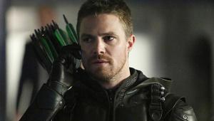 Protagonista de 'Arrow' tem crise de pânico durante entrevista