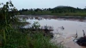 Uma tromba d'água rompeu uma barragem em Ariquemes, em Rondônia, nesta sexta-feira (29)