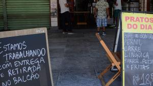 Bares e restaurantes voltam a poder receber clientes no Rio