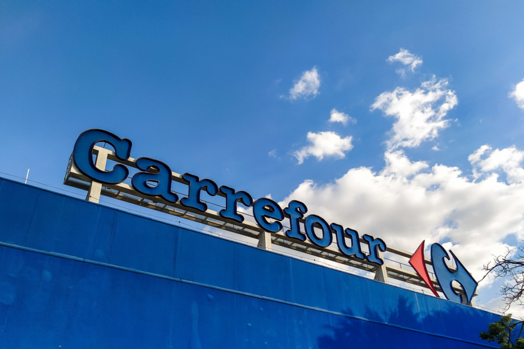 Homem negro é espancado até a morte por seguranças do Carrefour no RS