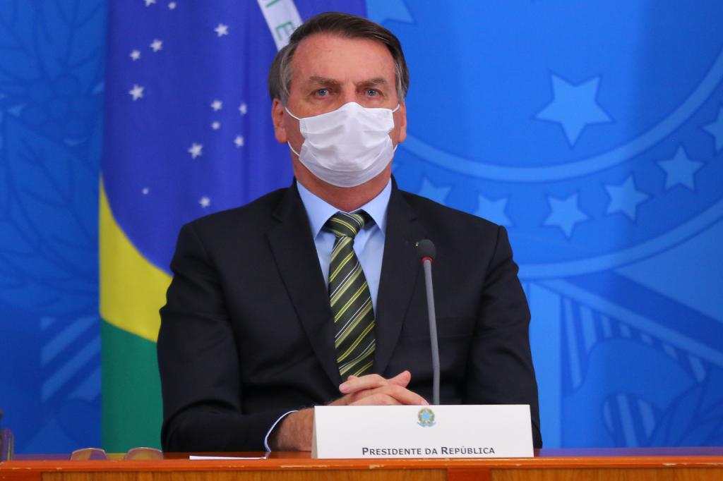 Resultado de imagem para presidente Jair Bolsonaro com mascara