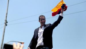 O autoproclamado presidente interino da Venezuela, Juan Gauidó, voltou nesta segunda-feira a Caracas, após onze dias de viagem pela América do Sul