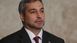 Criticado por condução da pandemia, Abdo escapa de impeachment no Paraguai