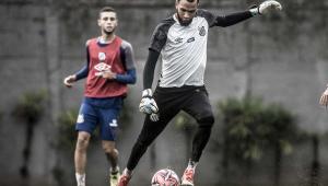 Everson revela sonho de ser o 1º goleiro a marcar um gol pelo Santos