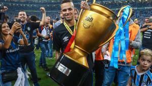 Presidente do Grêmio nega conversas com o Corinthians por Luan, mas não descarta negociação