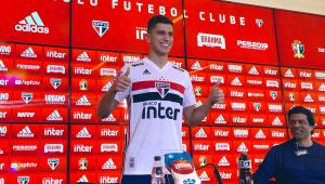 Vitor Bueno treina e fica à disposição para jogo do São Paulo com o Athletico-PR