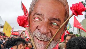 máscara de papel com o rosto de Lula