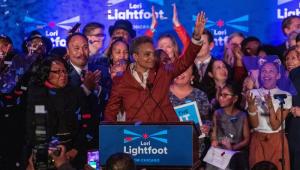 A democrata Lori Lightfoot foi eleita na terça-feira (2) a primeira prefeita negra e homossexual de Chicago