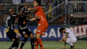 Pedrinho volta a treinar no Corinthians e Cássio analisa o ano como positivo