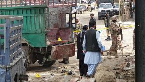 Pelo menos vinte pessoas morreram e quarenta ficaram feridas depois da explosão de uma bomba em um mercado no Oeste do Paquistão, nesta sexta-feira (12)