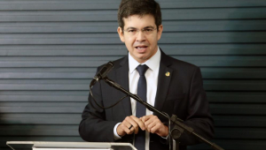 'Nada justifica o aumento de sequer 1 centavo do fundão', diz Randolfe Rodrigues