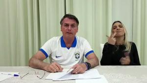 O presidente Jair Bolsonaro fez uma transmissão ao vivo no Facebook nesta quinta-feira (18)
