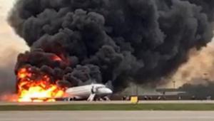 Aeronave que pertencia à companhia russa Aeroflot pegou fogo ao fazer uma aterrissagem de emergência no aeroporto de Sheremetievo, na Rússia