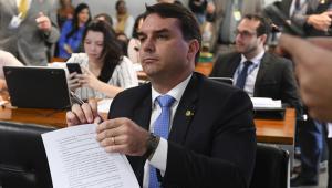 MP abre nova investigação para apurar se Flávio Bolsonaro tinha 'funcionários fantasmas'