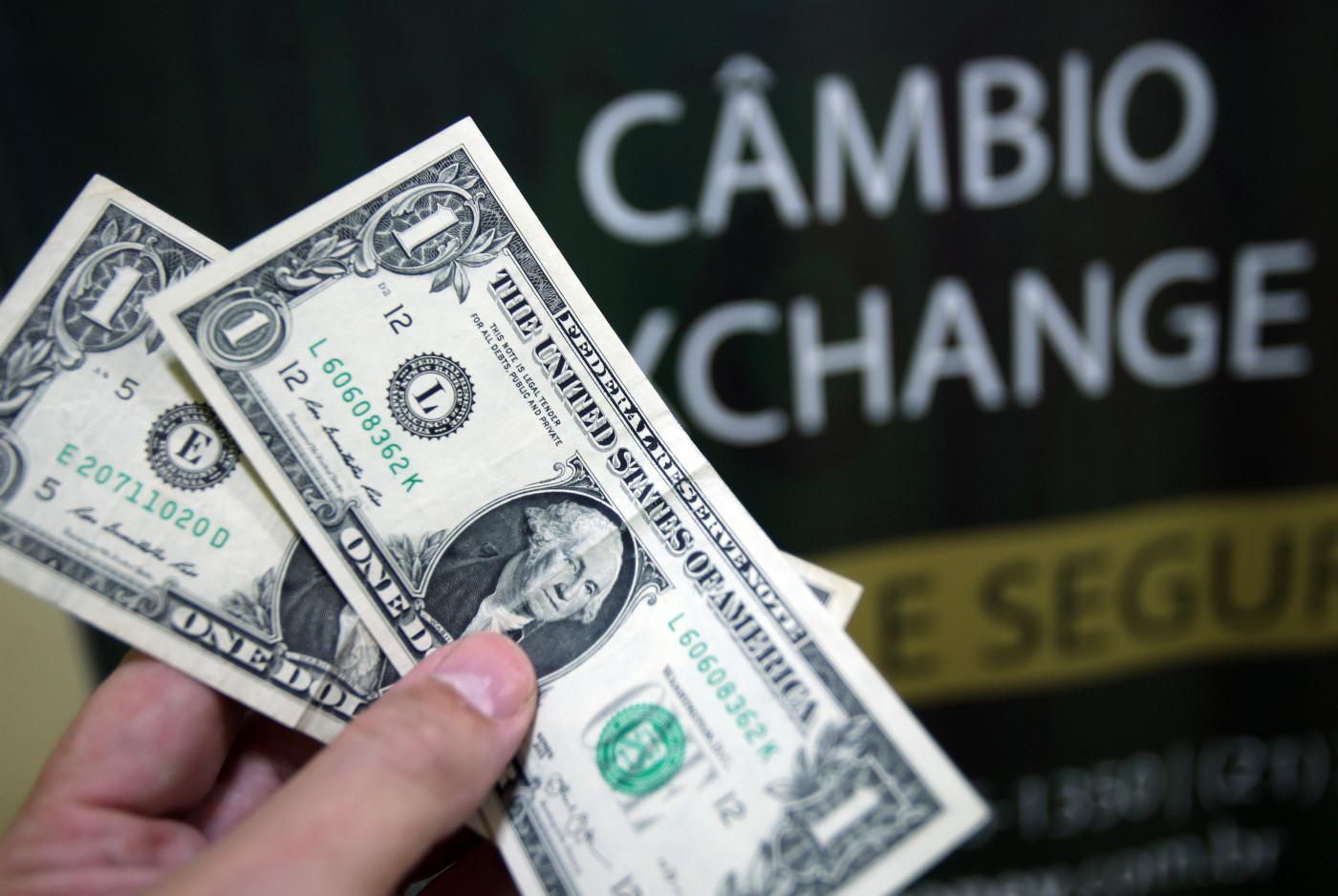 Dólar cai com mercado otimista pela aprovação da PEC Emergencial