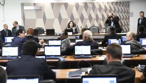 CCJ do Senado pauta proposta que ameaça parlamentares sem partido