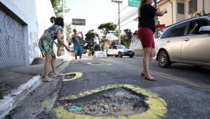 Motoristas paulistanos têm dificuldade nas ruas por causa dos buracos na cidade