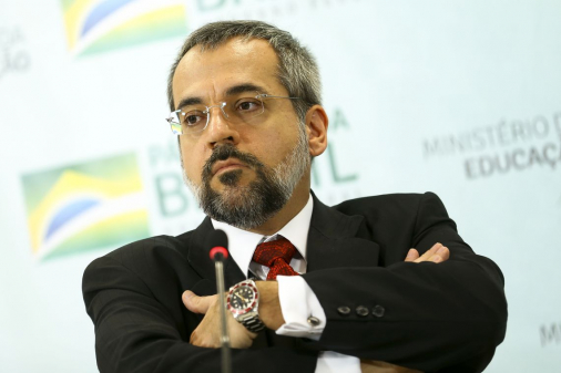 Alcolumbre devolve ao Planalto MP que permite Weintraub escolher reitores das UFs