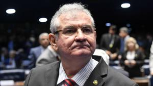 'Anvisa tem obrigação de agir com mais imparcialidade', afirma senador Angelo Coronel