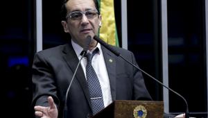 Jorge Kajuru desmaia durante votação da PEC Paralela no Senado; assista