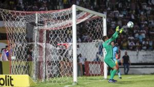 Fluminense reduz pena do goleiro Rodolfo, pego no doping, em um ano