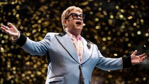 Elton John xinga seguranças que maltrataram fã em show; assista