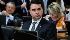 Flávio Bolsonaro deve ser ouvido nesta segunda sobre suposto vazamento da PF