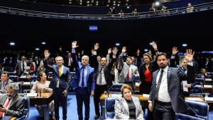 Plenário aprova medidas contra corrupção com punição para abuso