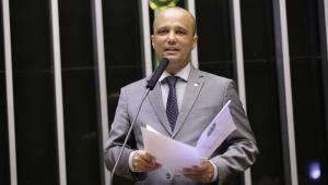 Anulação prova que suspensão de deputados do PSL era 'manobra' por liderança na Câmara, diz Vitor Hugo
