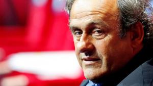 Ex-presidente da Uefa, Michel Platini detona VAR: 'É uma grande m****'