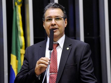 Aprovação de PEC vai depender de 'pressão popular', diz deputado