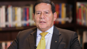 Mourão diz que governo estuda convocar militares para o INSS