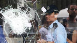 Polícia de Hong Kong expulsa manifestantes de Parlamento
