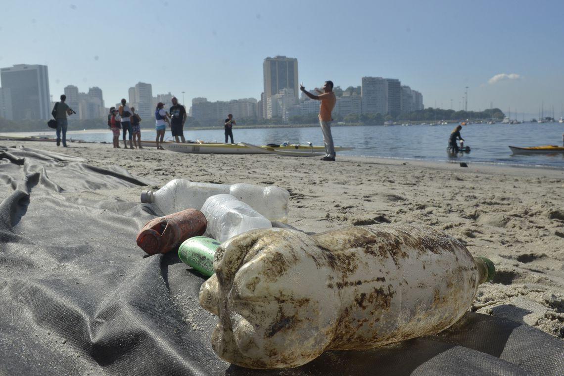 sujeira em praia