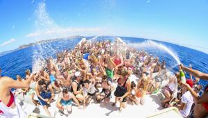 Férias de verão na excêntrica Ibiza: a ilha do Diabo