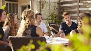 Mesmo com crise econômica, procura por cursos de pós-graduação cresce 74% no Brasil