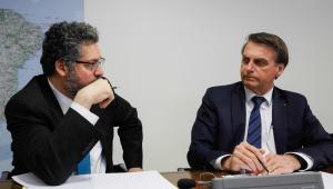'Quem demite ministro sou eu', diz Bolsonaro sobre suposta pressão da China pela demissão de Ernesto Araújo