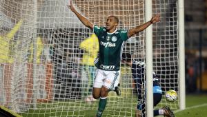 Vitor Hugo ganha chance no time titular do Palmeiras
