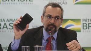 Villa: Temos um ministro da Educação que é incapaz