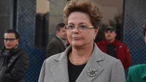 Hostilizada em voo, Dilma critica Bolsonaro e rebate ataques; assista