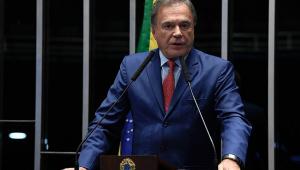 O senador Álvaro Dias em pronunciamento
