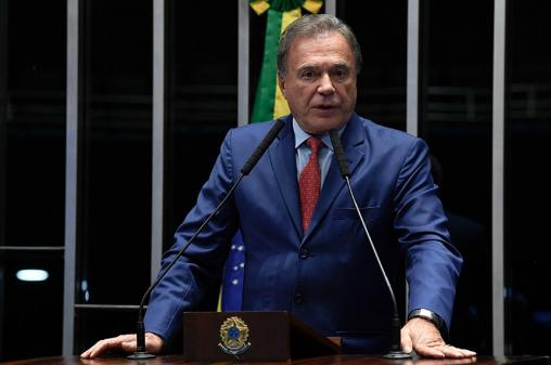 'Vamos tentar derrubar', diz Álvaro Dias sobre limitação da 1ª instância em PEC